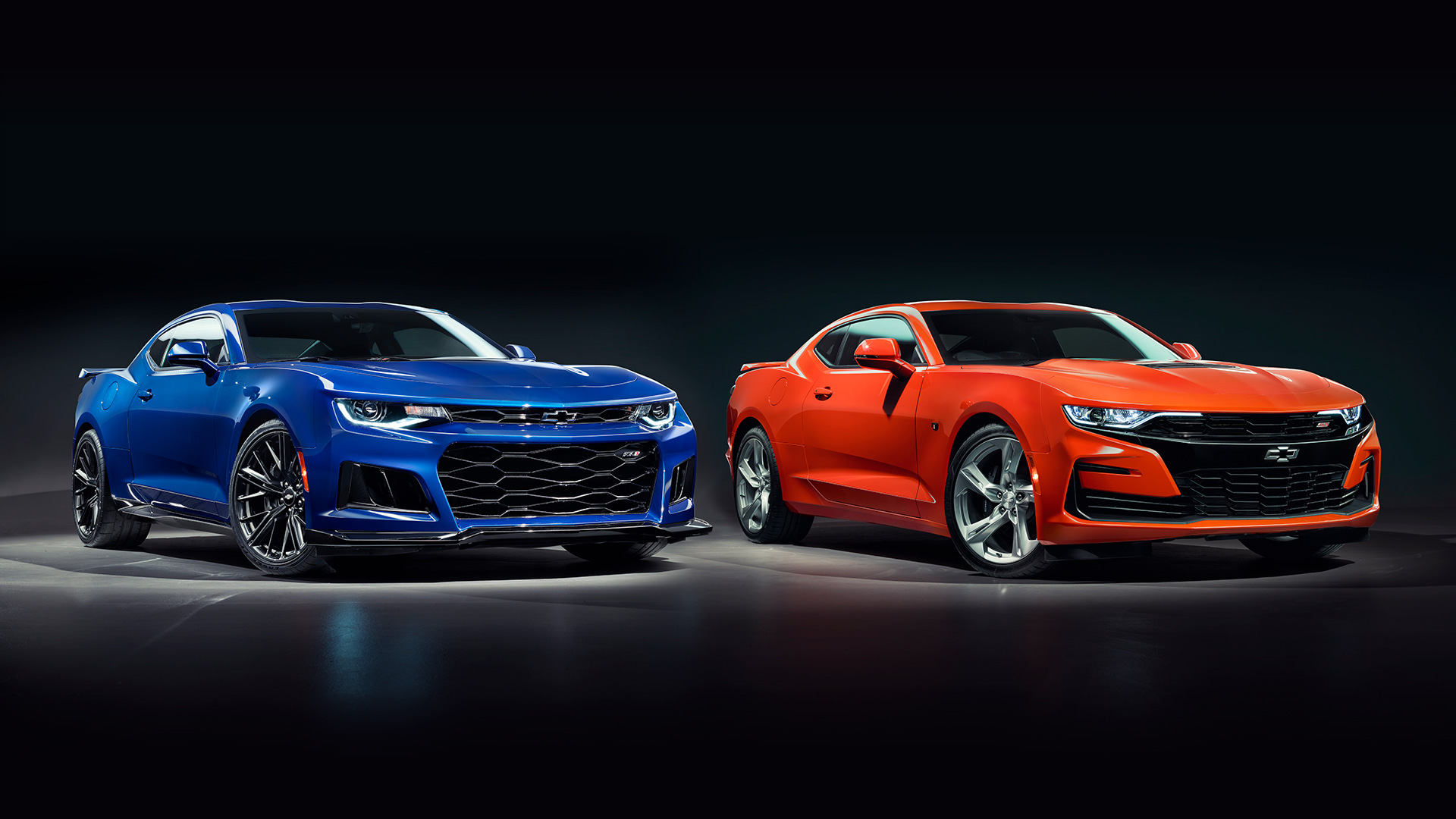 Chevrolet Camaro ZL1 (L) and Chevrolet Camaro 2SS (R).