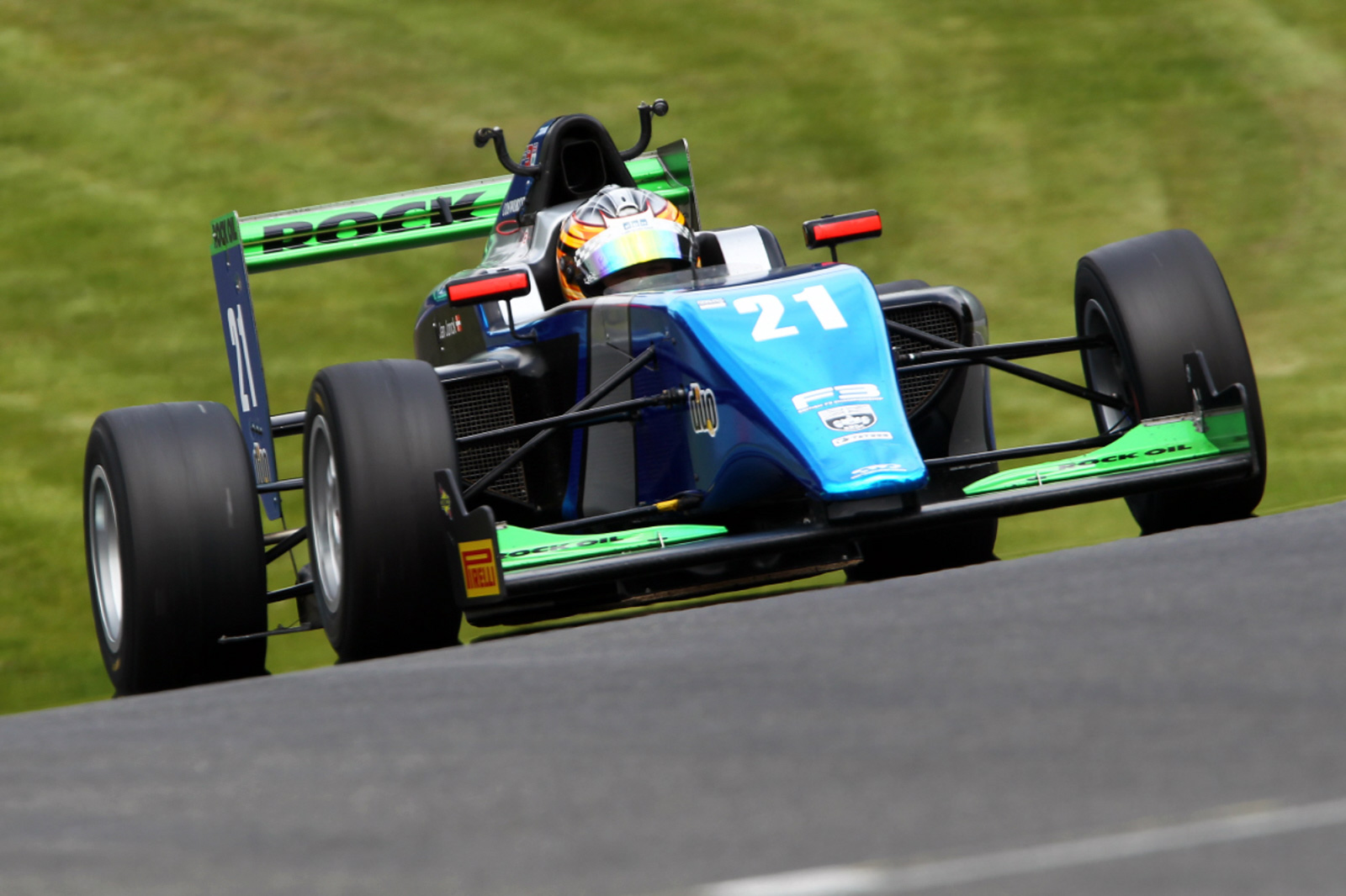 an Jonck produced a series of highlight performances at Oulton Park.