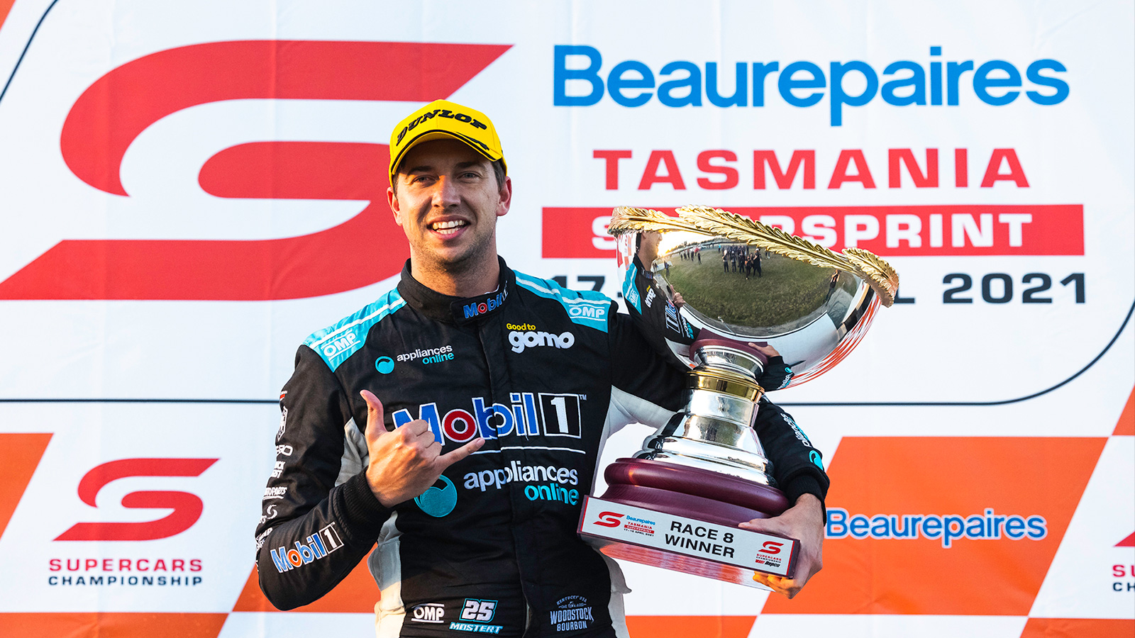 Mostert Signs On